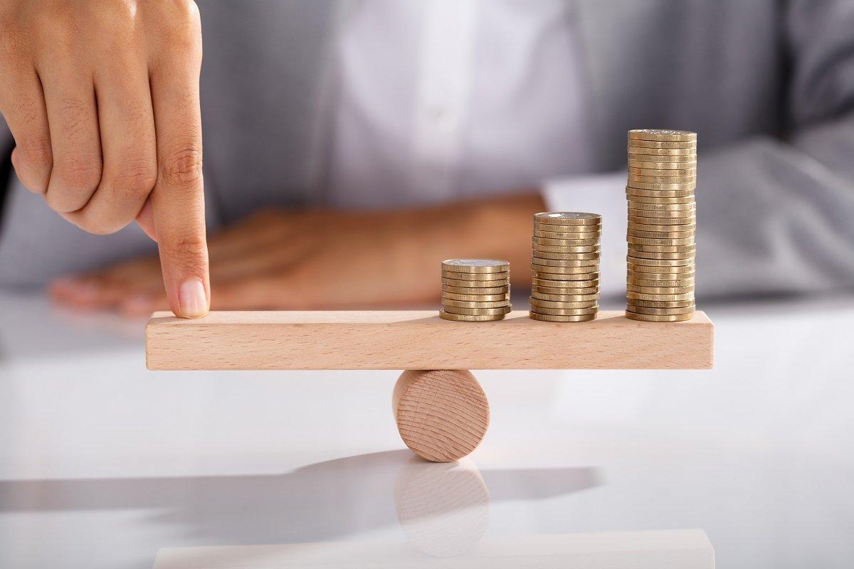定年退職後の生活資金と子どもの教育資金、どちらを優先すべき?