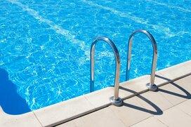 学校のプール開放が縮小傾向。子供の楽しみは減るけど仕方ない?