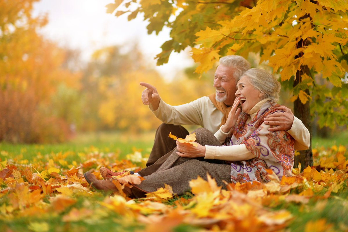60歳以上の無職「夫婦」世帯と「おひとりさま」世帯、収入と支出はどれくらいか