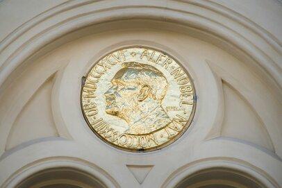 ノーベル賞受賞関連銘柄のその後。高収益で安定した企業とは