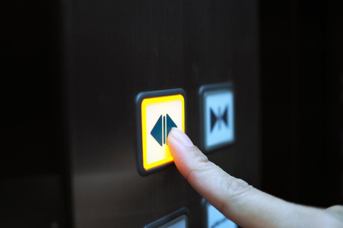 Twitterで話題の「エレベーターの鏡」についてツイ主さんに聞いてみた