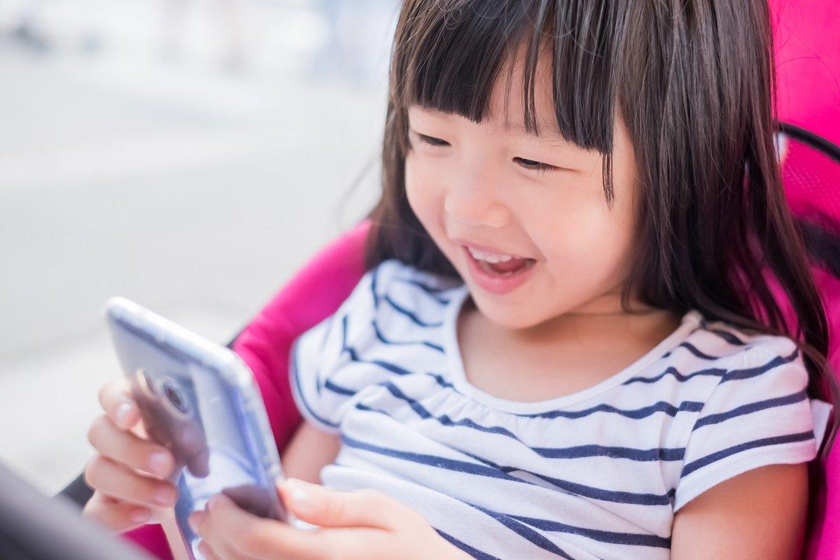 スマホ育児や子どもに動画を見せることは悪?