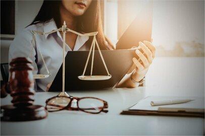 女性の弁護士の給料はどのくらいか