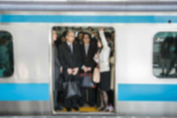 女性の電車車掌の給料はどのくらいか