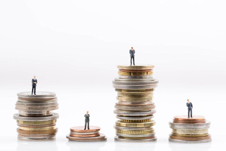 貯蓄の多いシニアと負債が重い40歳未満の分断〜不遇な世代の怒りはどこへ