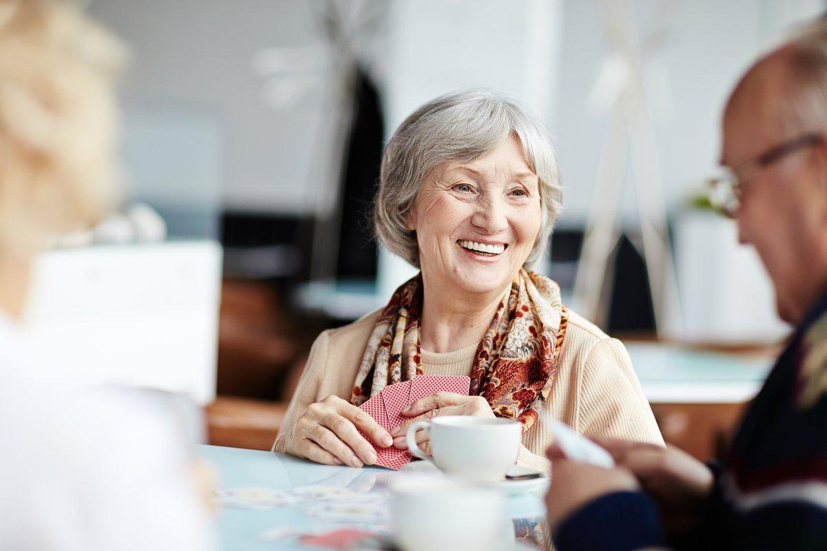 年金収入のみ世帯、毎月の赤字額はいくら?「シニア女性」のお金事情