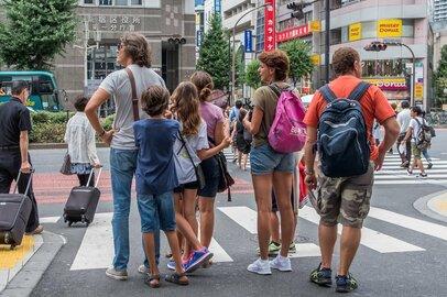"""日本の""""割安感""""が外国人旅行者を引き寄せる!? 銀座の賃料は香港の半分以下に"""