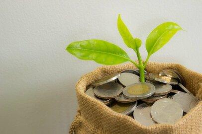 世帯別平均貯蓄は1812万円! では中央値と世代別データを見てみると?
