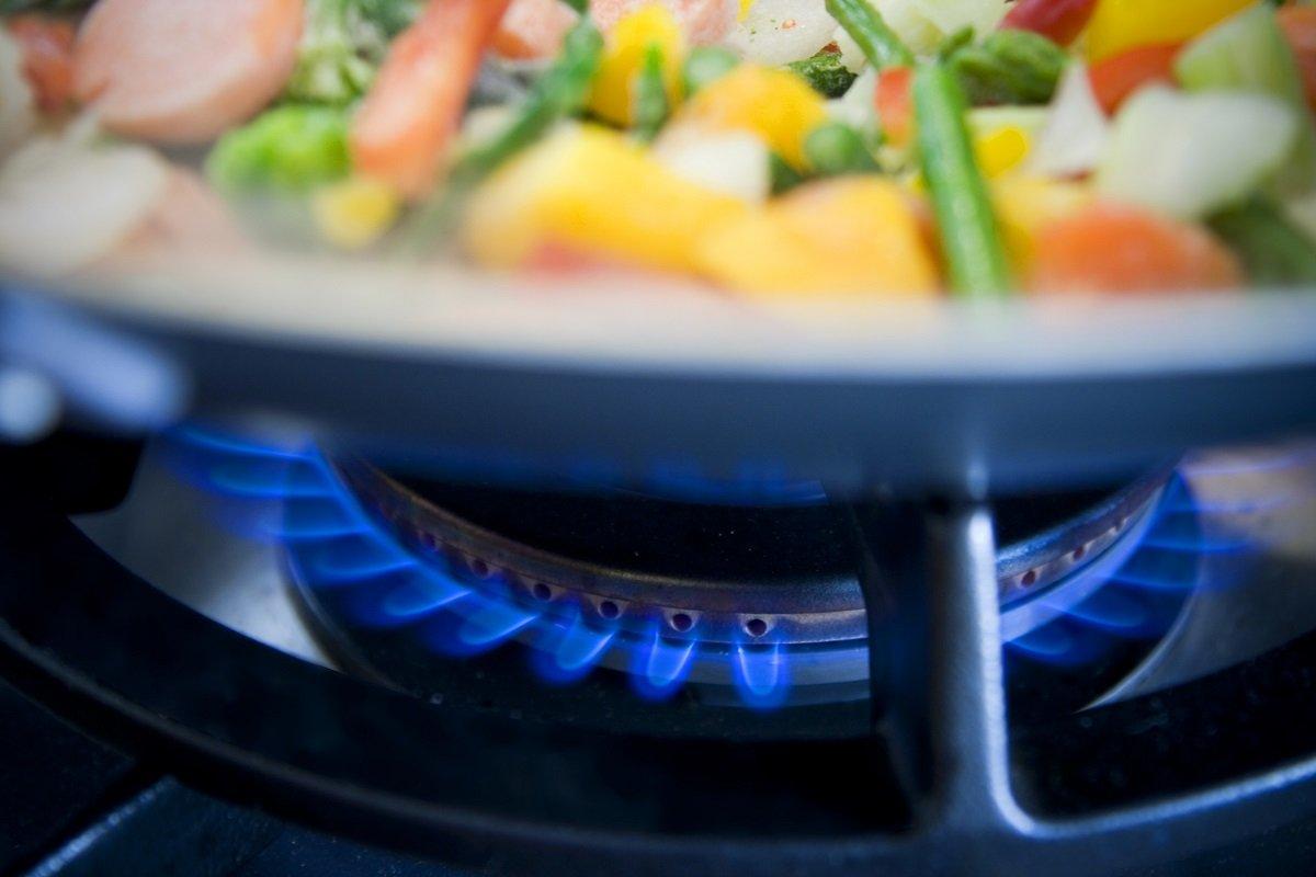 冬のガス代節約、食洗器や電子レンジ利用に効果はあるか