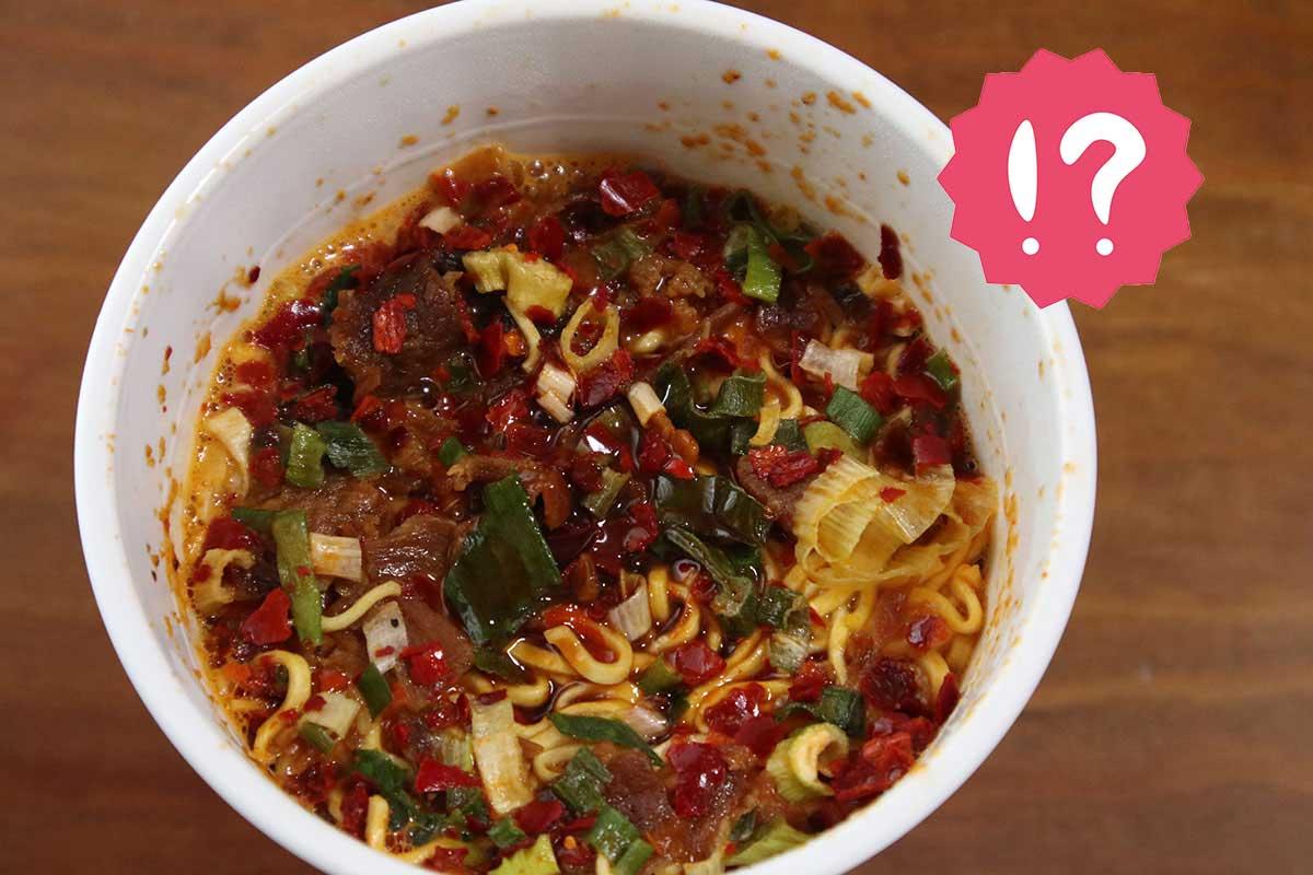 【ファミマ限定カップ麺】見た目に反して辛いの苦手でもいける『麺屋 極鶏 赤だく』実食レビュー
