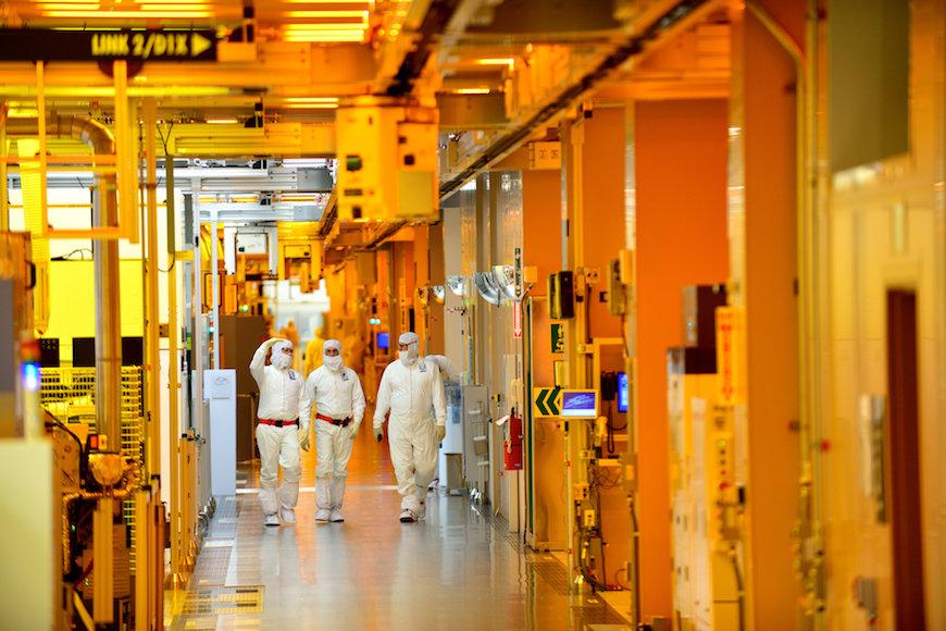 インテル、ロジック底打ちで半導体世界首位に返り咲き?