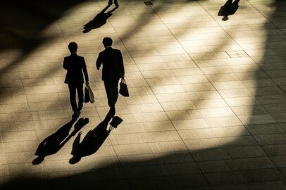 サラリーマンの「お金と仕事」の悩みは尽きない!? 変化に対応するための心理学的な方法