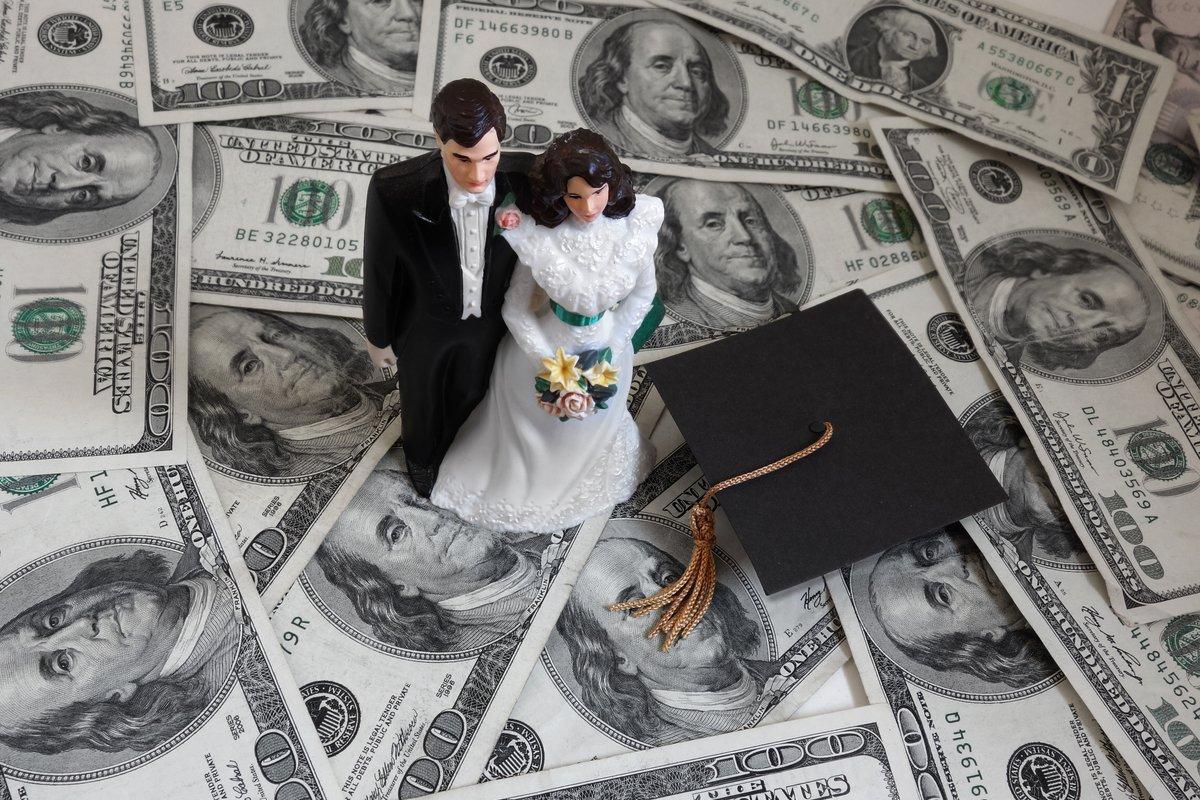 結婚後に相手が「奨学金返済中」だと判明、離婚できるのか
