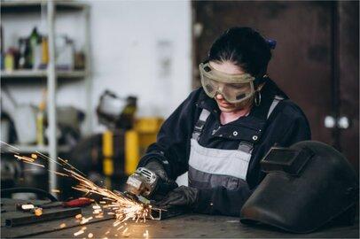 女性の鉄工の給料はどのくらいか