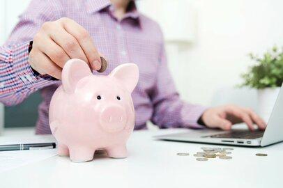 二人以上世帯の年代別の貯蓄額はいくらか