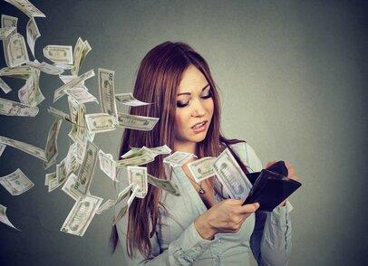 10代~70代の男女754名が回答!「7割以上が後悔したお金の使い道」とは?
