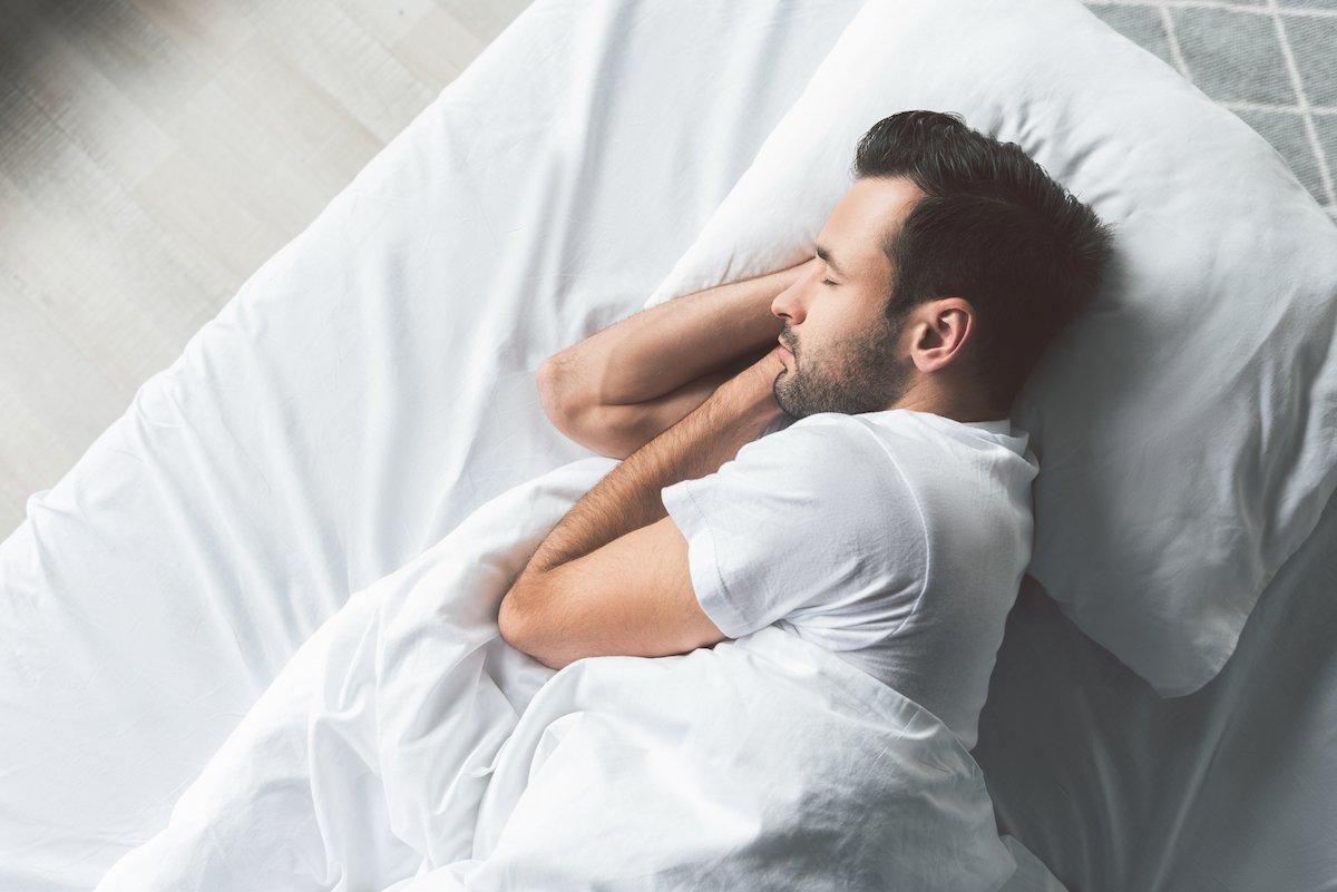 年収1000万円プレイヤーの約3割が「5時間睡眠」睡眠満足度と年収の関係