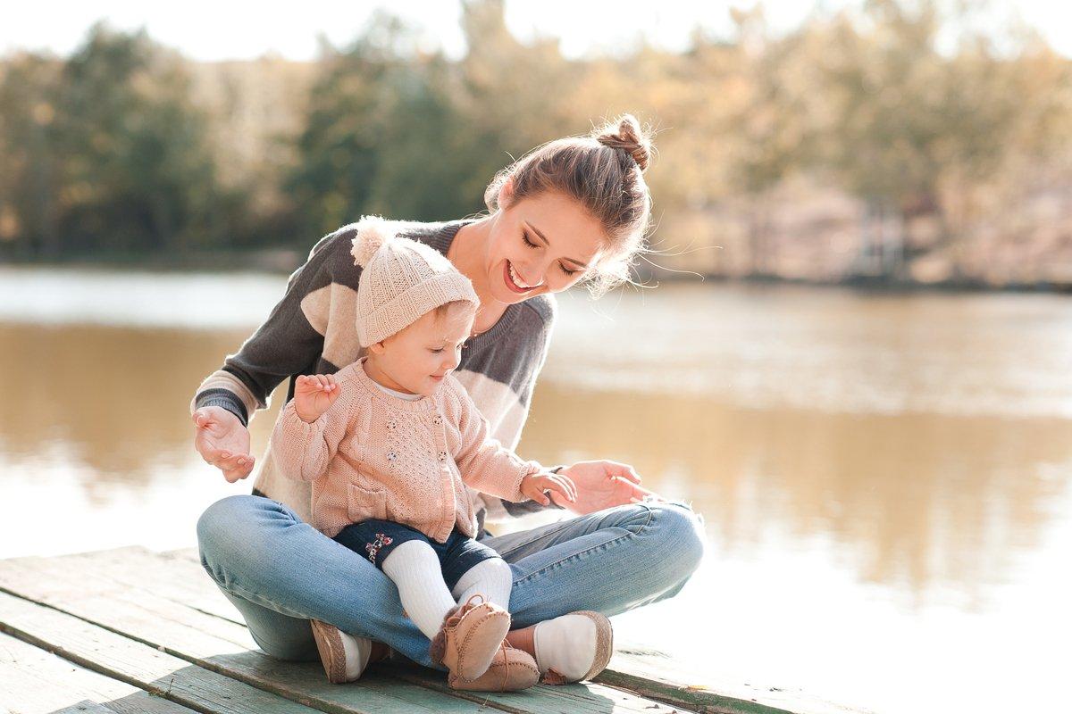 「公共の場での授乳」本音は「困惑」?「子連れ様」にならないための、赤ちゃんのお世話マナーとは