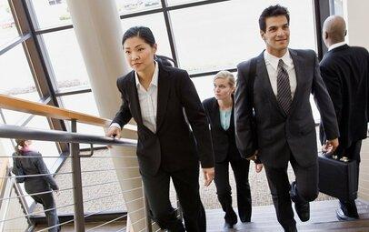 今の仕事・収入でいいのか〜30歳までにキャリアとお金の悩みを解消する4つのヒント