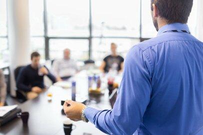 リーダーシップは訓練で伸ばせる?ありがちな誤解を解いて能力を伸ばそう