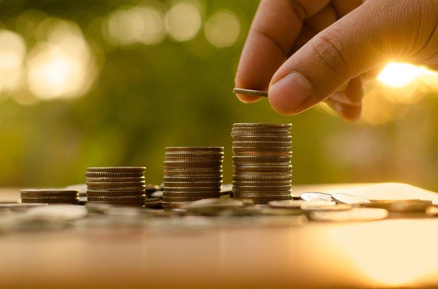 年収別でわかる! お金が貯まらない理由と貯金のコツ