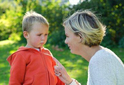 子どもの心を傷つけてしまう「しつけ」自尊心に傷を負わせる叱り方とは