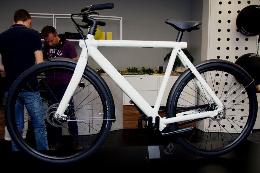 オランダ発! 前輪にモーターを内蔵するスマート自転車を試乗してみた
