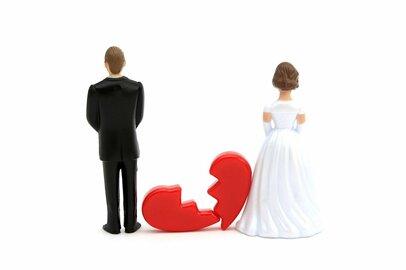 生活費を渡さない夫とは離婚しかない!? マザコンや浮気性だとお金で苦労するかも…