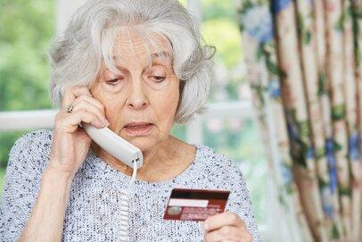 高齢者の電話番号が売買されている!?狙われるアポ電「あなたの親は大丈夫?」