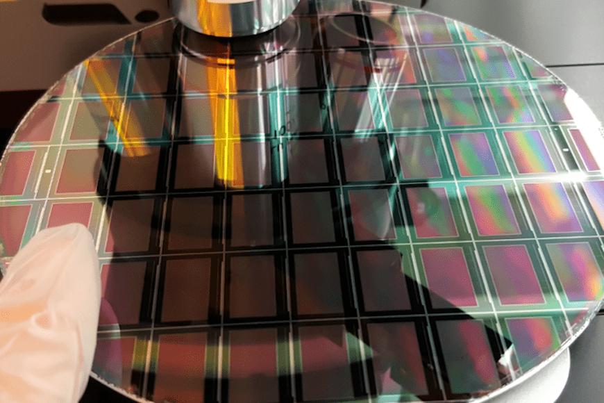 マイクロLED、量産に向けて装置需要を喚起