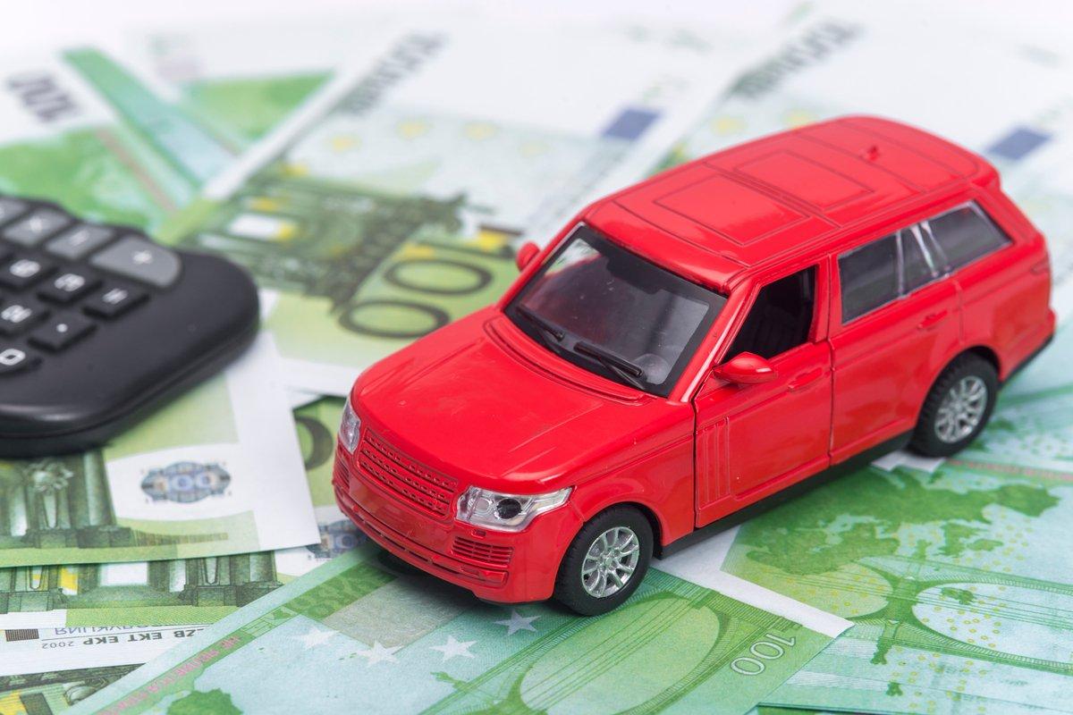自動車税はクレジットカードで払える!支払いのメリットとデメリット