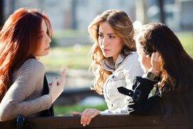なぜ同姓に嫌われるの?「嫌われ女子」がやりがちな行動8選