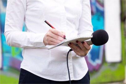 女性の記者の給料はどのくらいか