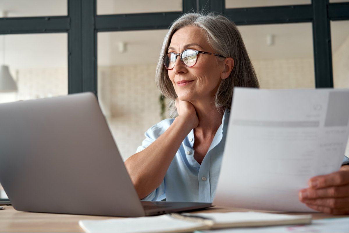 高齢者がパートで働くときの時給・年収はどのくらいか