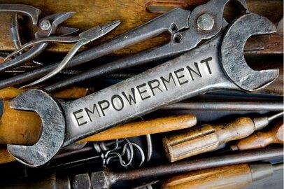 権限移譲で社員の能力開花を促すエンパワメントのメリットと課題