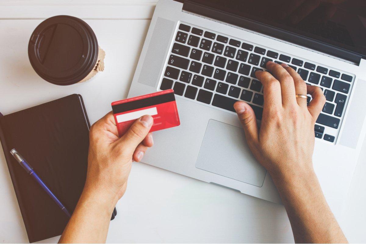 クレジットカードで支払う生活費はいくらか