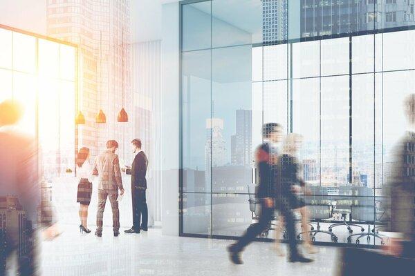 大企業を3年以内に退職…2人の男女の次のステップとは?