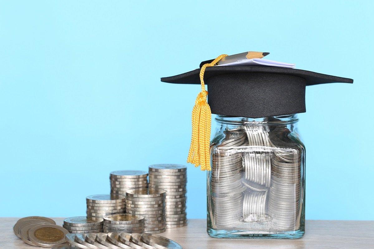 私大の授業料は毎年アップ、それでも淘汰が待っている? 親の経済負担は重く…