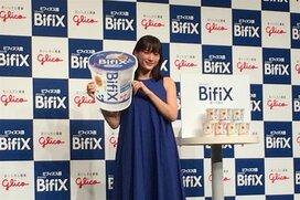 """綾瀬はるかが腸内年齢を発表。グリコ新BifiXヨーグルトは""""菌疲れ""""を止められるか?"""