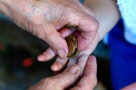 シニア男女1,000名に聞いた!1年間で孫のために使ったお金2位は「外食」1位は?