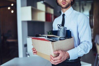ウワサの「退職代行サービス」って?大卒の3割が入社3年以内に退職する時代