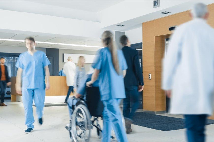 女性の看護補助者の給料はどのくらいか
