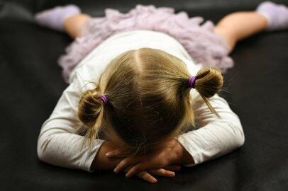 子供って本当に寝転がるんだ…「イヤイヤ期」エピソードと「乗り切り方」
