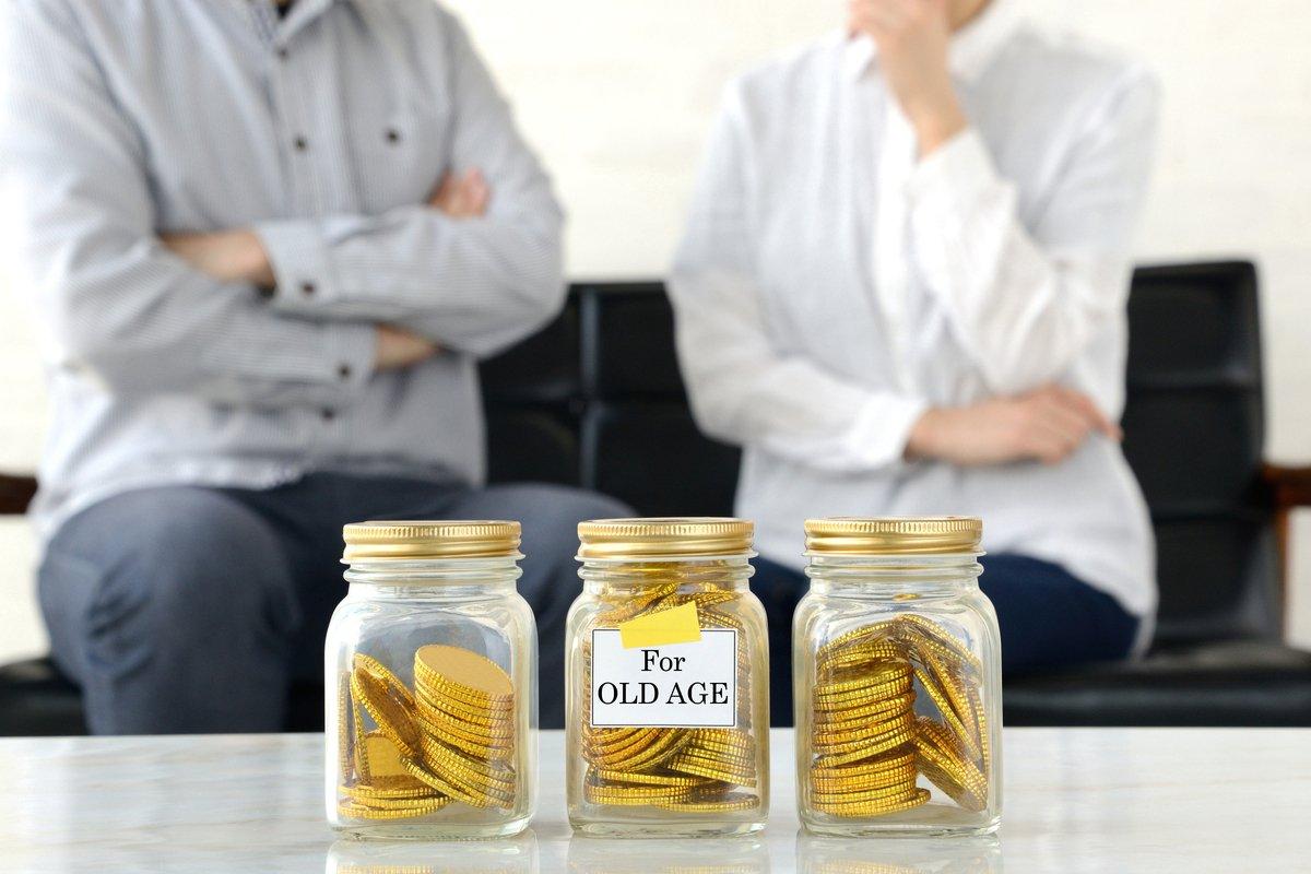 【国民年金・厚生年金】シニア世代の平均は?実際に老後資金は足りるか