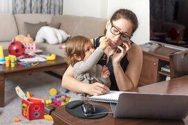 「子どもを見ながら仕事ができる」は本当?在宅ワークの落とし穴