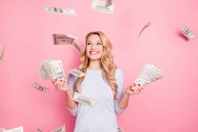 働く女性の月収、企業規模でどれくらい違う?